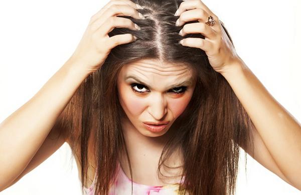 フケやかゆみが頭皮脂漏性皮膚炎にすぐ結びつかないワケ.jpg